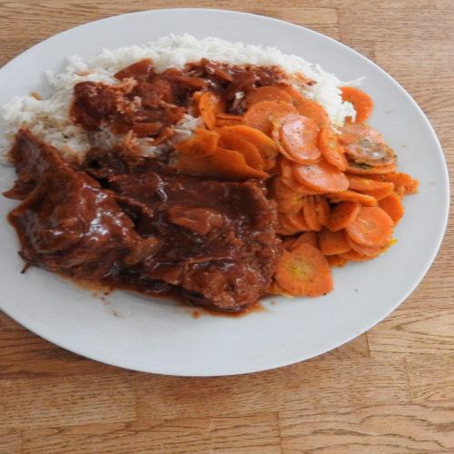 Steakbraten mit Möhren und Reis auf Kochen-verstehen.de