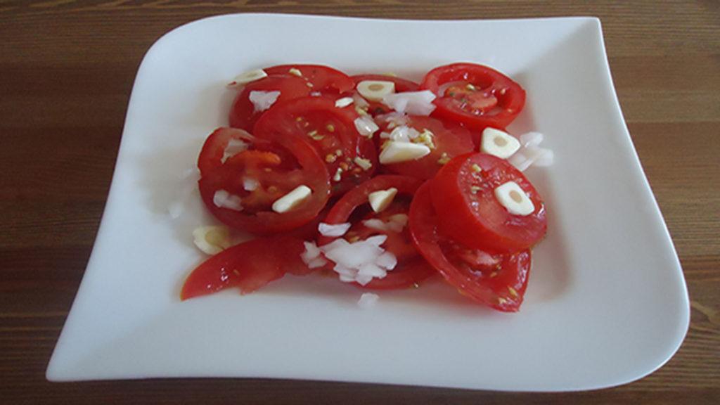 Tomatensalat (Rezept mit Bild) auf Kochen-verstehen.de