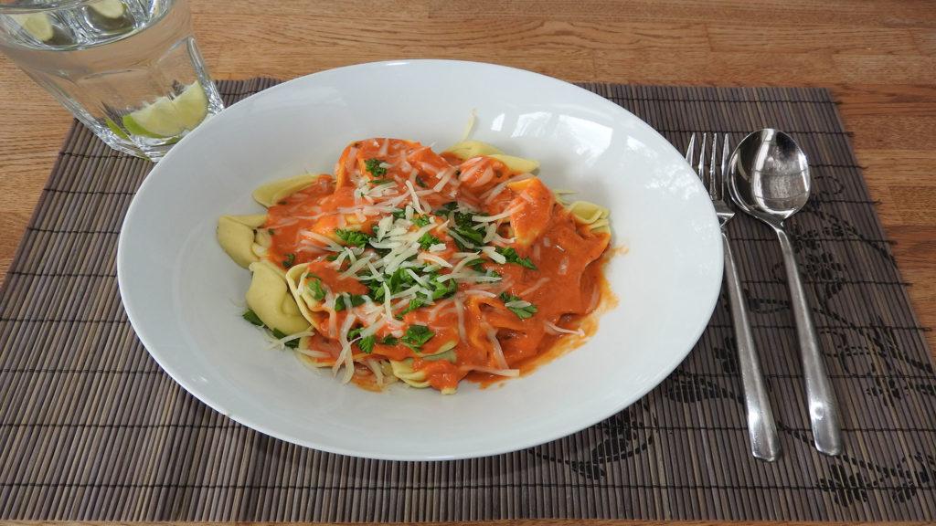 Tortellini mit Tomatensauce auf Kochen-verstehen.de