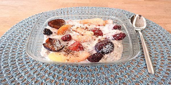 Veganer Joghurt mit Früchten
