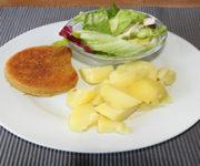 Veganes Schnitzel mit Kartoffeln und Salat