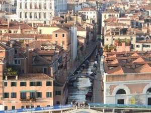 Eine Seitengasse in Venedig