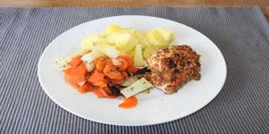 Vollkornschnitzel mit Kartoffeln und Möhren