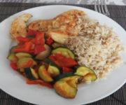Zucchini mit Reis und Hähnchen